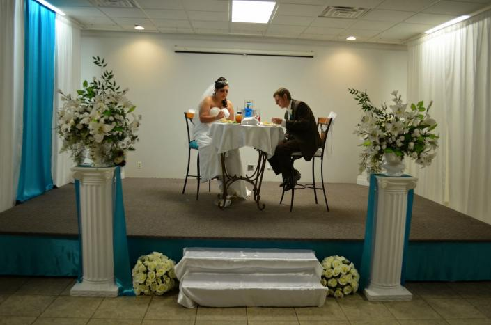 At UAW Solidarity Banquet Hall, you can set up your own special area during your reception.